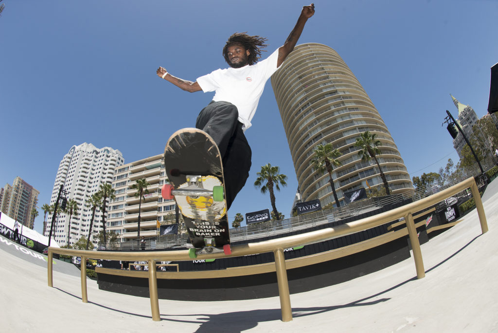 Cyril Jackson fully locked into a frontside bluntside on the flat bar in the tech course. Photo: Chami