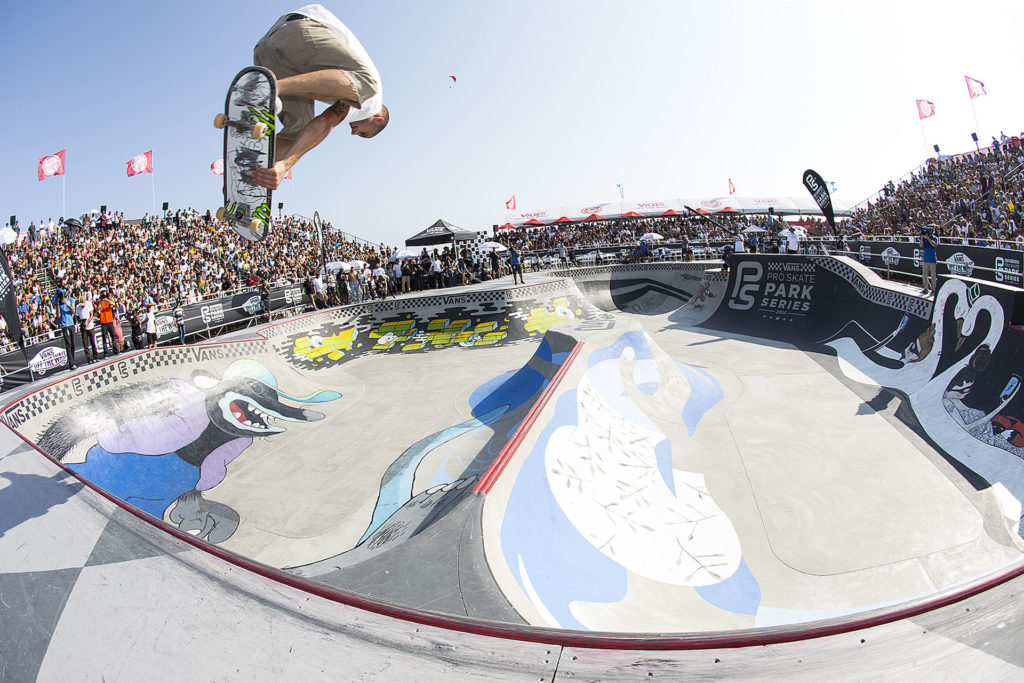 Raven Tershy sending it from one bowl to another at the Huntington Beach stop of the Vans Park Series. Photo: Ortiz