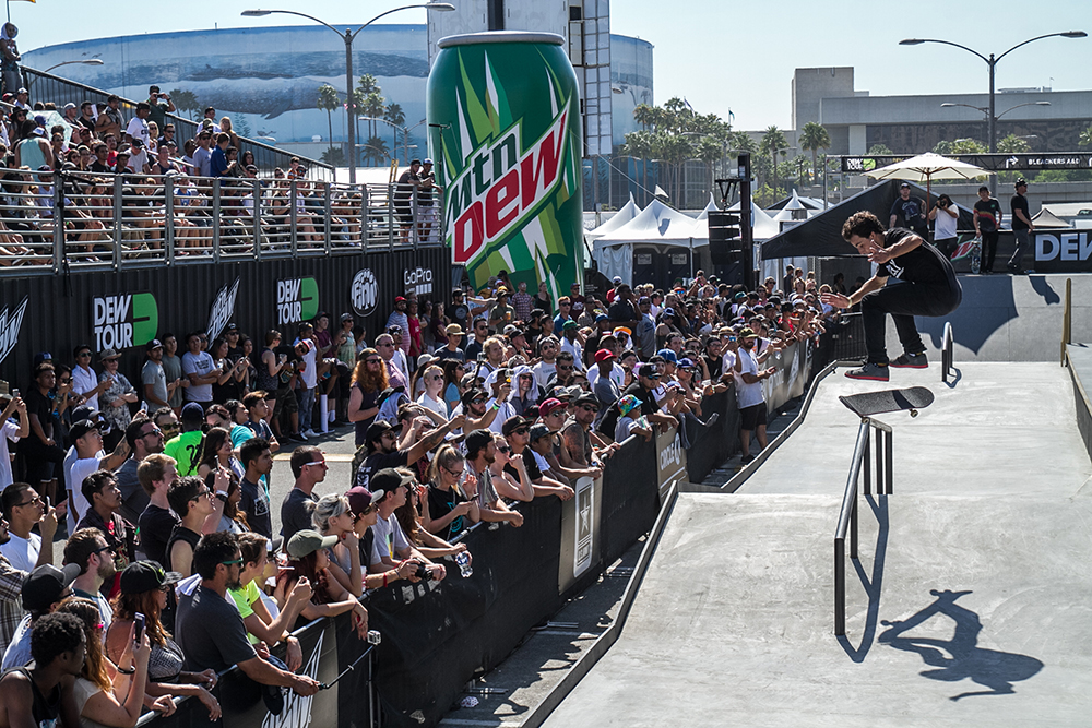 micky_papa_nollie-heel-front-board_team_pro_dew_tour_long_beach_durso-5